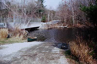 Boat ramp at Zeke's Bridge from the land